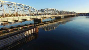 szenische Luftaufnahme der Störbuchtbrücke.
