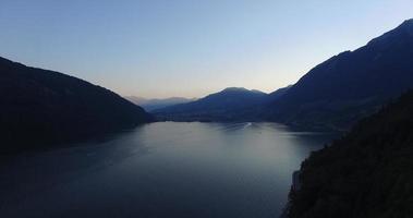 vuelo panorámico sobre el lago video