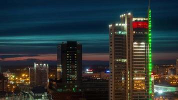 Bielorussia tramonto minsk centro città illuminazione tetto panorama superiore 4k lasso di tempo