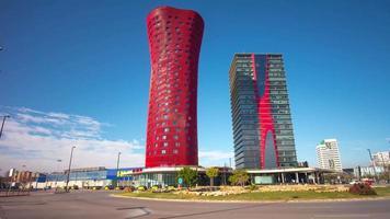 cerchio di traffico giorno luce santos porta fira barcelona hotel 4k time lapse spagna