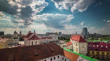 Bielorrusia cielo soleado minsk ciudad ciudad vieja azotea panorama 4k lapso de tiempo