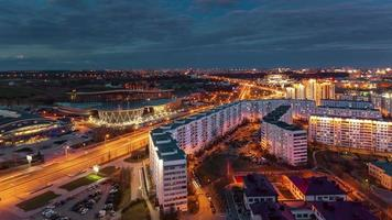 Bielorrusia minsk atardecer hotel moderno y panorama de techo de palacio deportivo 4k lapso de tiempo