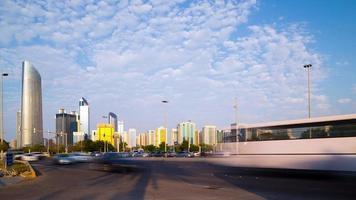 Zeitraffer der Verkehrsstraße in Abu Dhabi