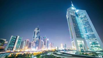 la nuit des tours de dubai laps de temps des émirats Arabes Unis video