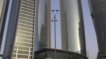 emiratos árabes unidos luz del atardecer abi dhabi bloque de construcción alto 4k