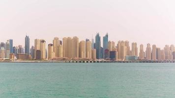 Emirati Arabi Uniti giorno d'estate dubai marina jbr bay panorama 4k lasso di tempo