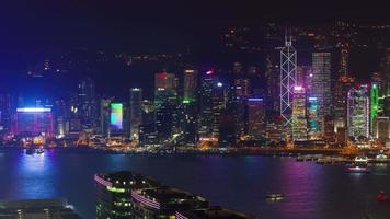 Night light city scape 4k time lapse da baía de hong kong