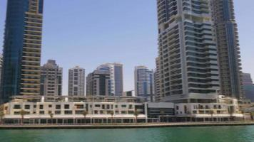 Emirati Arabi Uniti dubai marina gulf bay day light cafes vista panoramica 4K