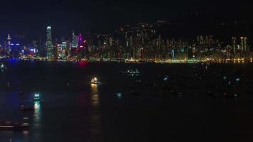 notte luce acqua traffico 4k lasso di tempo dalla bellissima città di hong kong