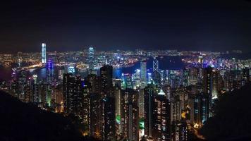 notte luce città di hong kong panoramica 4k lasso di tempo dalla cina