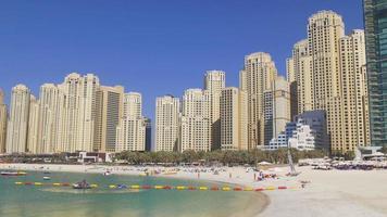 VAE sonniger Tag Dubai Marina Jbr Block Strand Panorama 4k