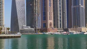 Emiratos Árabes Unidos dubai marina verano día luz panorama del golfo 4k video