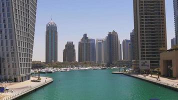 Emiratos Árabes Unidos sol luz día hora dubai marina golfo panorama 4k video