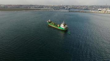 navio de carga no bósforo, istambul video