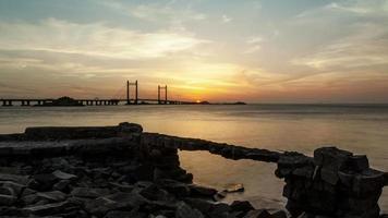 coucher de soleil sur le pont de la mer de Chine orientale, port en eau profonde de shanghai yangshan, time lapse, 4k