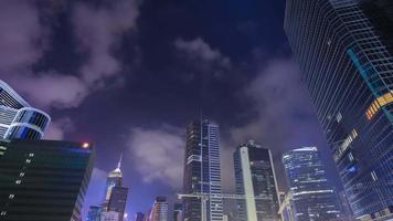 Lapso de tempo de 4k de construção na cidade de hong kong à noite, china