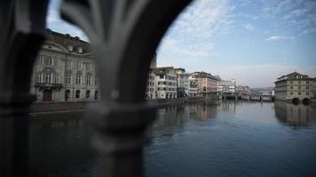 vista fiume Svizzera degli edifici: lasso di tempo