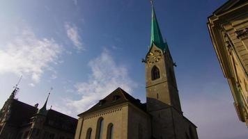 schweizer Glockenturm tagsüber: Zeitraffer video