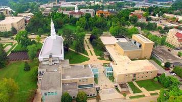 campus universitário panorâmico, vista aérea de Appleton Wisconsin. video