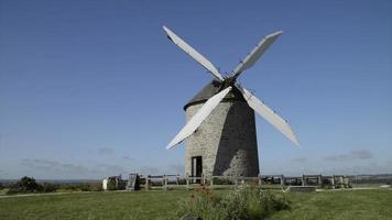 molino de viento en el campo video