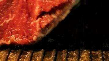 bistec en sartén con aceite