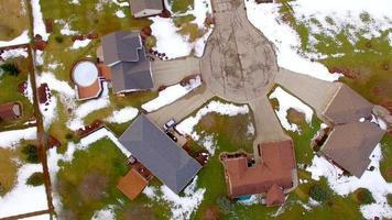 aerea guardando dritto verso i quartieri della classe media, un po 'di neve