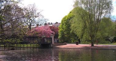 Clarence Bridge, Regent's Park, Londres en primavera