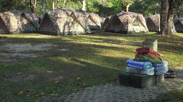camping au lever du soleil. parc national de khao yai. Images 4k réalisées le jour.