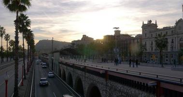Sonnenuntergang Licht Barcelona Verkehrsbucht Straße 4k Spanien video