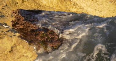 Rock Beach Nahaufnahme Mittelmeer 4k Spanien