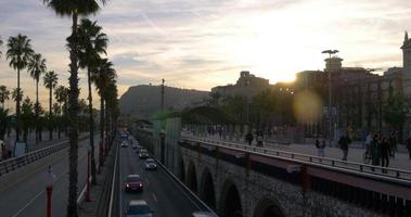 coucher de soleil barcelone trafic baie route panorama 4k espagne
