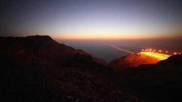 lapso de tiempo de la carretera de luz nocturna desde emiratos árabes unidos
