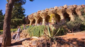 Barcelona Park Guell Gaudi berühmten überfüllten Ort 4k Zeitraffer