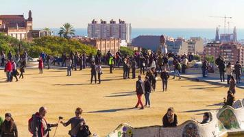 famoso barcelona park guell crowded balcony 4k time lapse espanha video