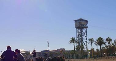 Barcelone journée ensoleillée vue sur la plage funiculaire tour 4k espagne