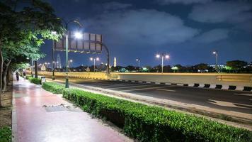 luz de la noche caminando dubai road time lapse