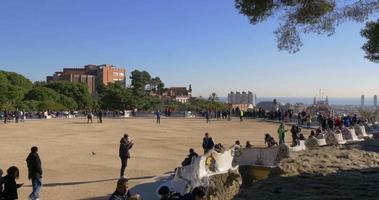 Sonnenlicht überfüllte Güell Park Balkon Barcelona 4k Spanien