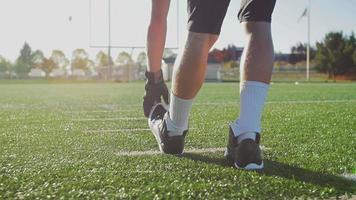 Fußballspieler, die sich vor einem Spiel dehnen video