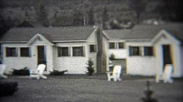 1937: Sommerurlaub in einer Wohngemeinschaft mit weißer Hütte.