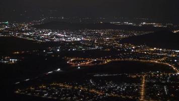 lapso de tempo da vida agitada da cidade à noite
