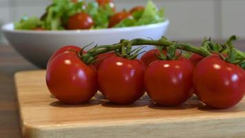 préparer une salade fraîche video