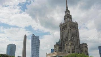 varsóvia, polônia, palácio da cultura e ciência, edifício stalin video