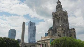Varsovia, Polonia, Palacio de la ciencia de la cultura, Edificio stalin video