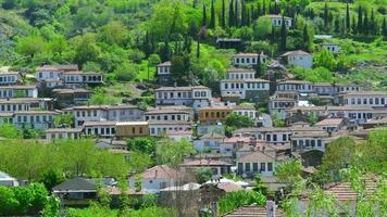 Timelapse de maisons blanches historiques, village de Sirince, Izmir, Turquie