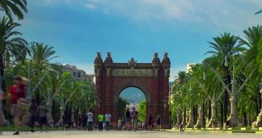 arco triunfal barcelona. paisagem da cidade. lapso de tempo do arco do triunfo em barcelona