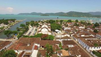 Luftaufnahme von Paraty, einer Kolonialstadt in der Region Rio do Janeiro