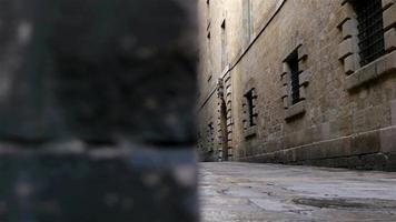 lege straat in de gotische wijk van Barcelona, dolly