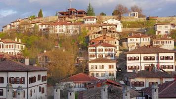 jour timelapse, village anatolien traditionnel ottoman, safranbolu, Turquie, zoom avant