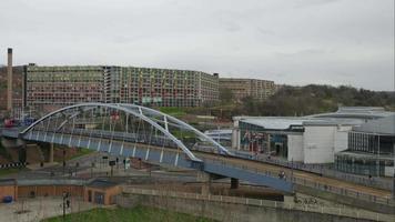 Time lapse, route de paysage urbain et pont de tramway près de la place Fitzalan - étangs Forge Sheffield, South Yorkshire, Royaume-Uni