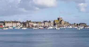 il porto di barfleur, in francia durante il giorno